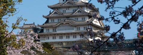Himeji Castle is one of 死ぬ前に訪れたい歴史ある場所.