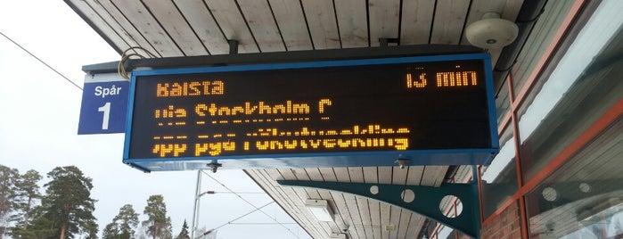 Västerhaninge (J) is one of SE - Sthlm - Pendeltåg.