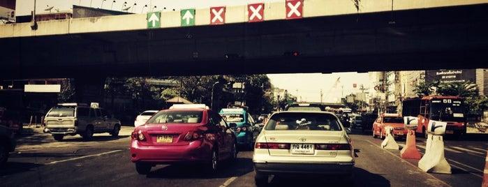 Mahai Sawan Intersection is one of ถนน.