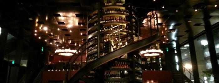 Purple Café & Wine Bar is one of Lost in Seattle.