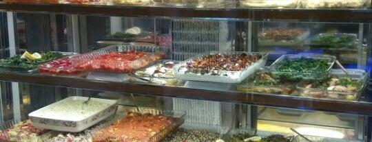 Mavi Beyaz Balık Restaurant is one of sevdiğim mekanlar.