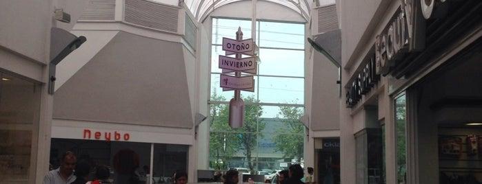 Galería Del Calzado is one of Centros Comerciales Guadalajara.