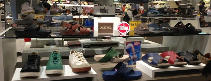 Fitflop Shop is one of Central // ลาดพร้าว.