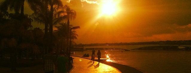 Pontão do Lago Sul is one of Must-go Places.