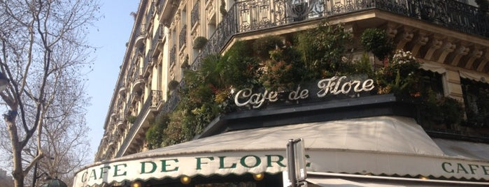 Café de Flore is one of Gezgin geyikler yemekte.