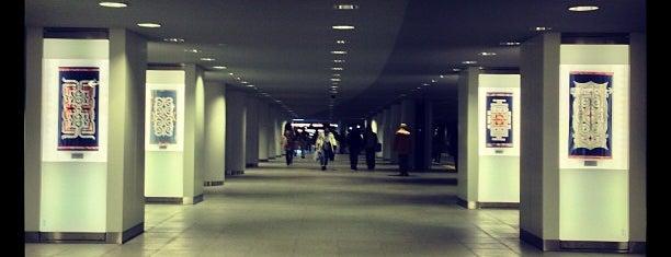 札幌駅前通地下歩行空間 北2条地下広場 is one of 楽.