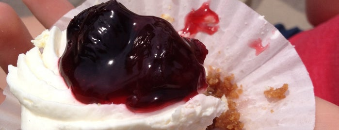 Black Forest Pastry Shop is one of Oakville/Burlington to-do, eat and visit.
