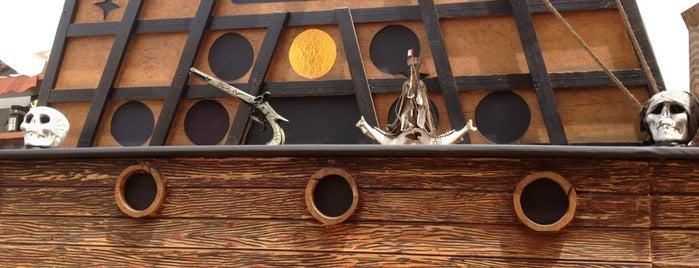 Los Piratas is one of Restaurantes.