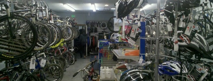 Palm Desert Bike & Moped is one of Shops.