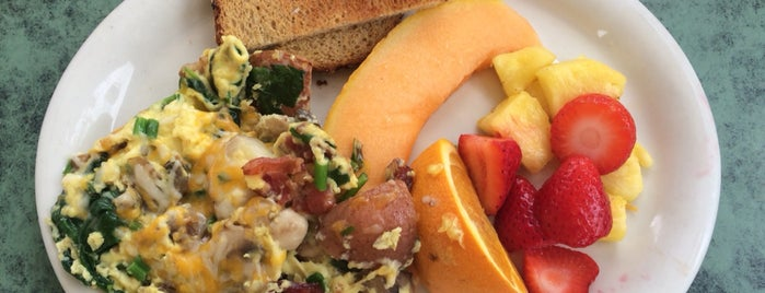 Shoreline Beach Cafe is one of Travel Guide to Santa Barbara.