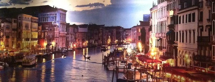 La Napoli is one of Sítios.