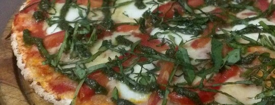 In Tre Pasta & Pizza Bar is one of Para Comer.