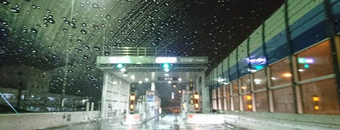 杉田出入口 is one of 高速道路.