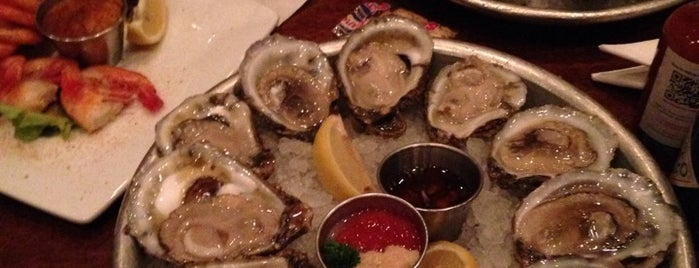 Pearlz Oyster Bar is one of Food Worth Stopping For.