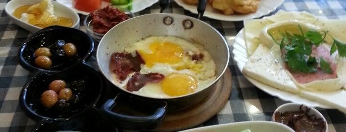 roka cafe is one of Gidilesi Yerler.