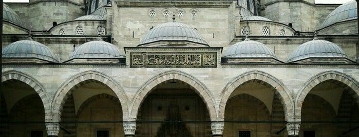 Süleymaniye Külliyesi is one of MİMAR SİNAN ESERLERİ.