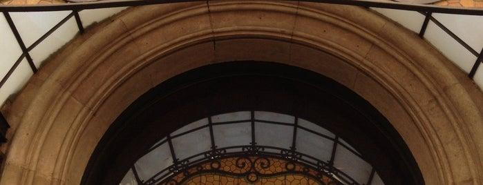 Hotel Regina is one of Los mejores hoteles para esta noche en Barcelona.