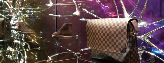 Louis Vuitton is one of Londra.