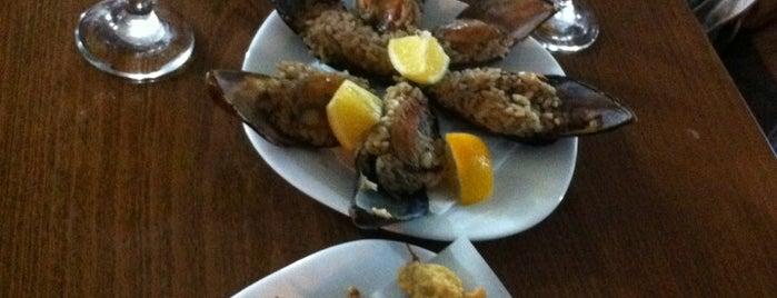 Meşhur Kireçburnu Midye & Balık Evi is one of Istanbul Seafood.