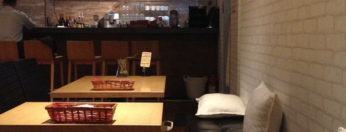 Yogour Cafe is one of free Wi-Fi in 新宿区.
