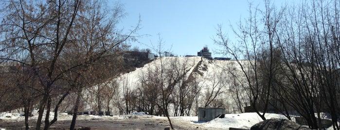 Burton Snowboard Park is one of Склоны.