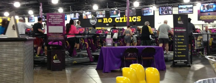 Planet Fitness is one of más holgazánas.