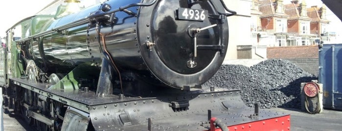Queens Park Railway Station (Dartmouth Steam Railway) is one of Devon.