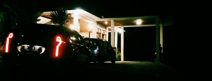 Banaran Resort & Cottage is one of Wisata.