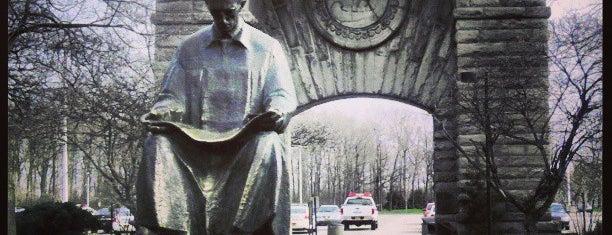 Nikola Tesla Statue (American side) is one of Niagara Falls Trip.