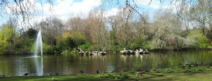 St James's Park is one of London.