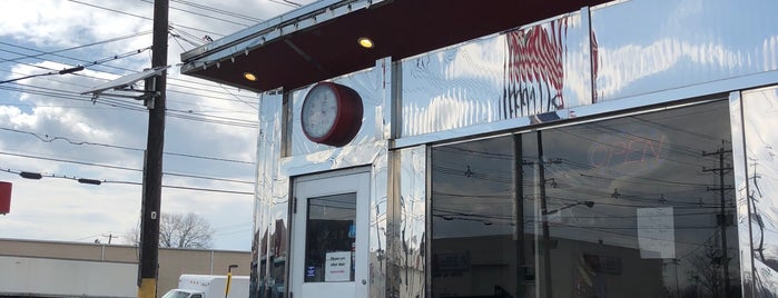 Bayway Diner is one of Diners, Drive-Ins, & Dives.