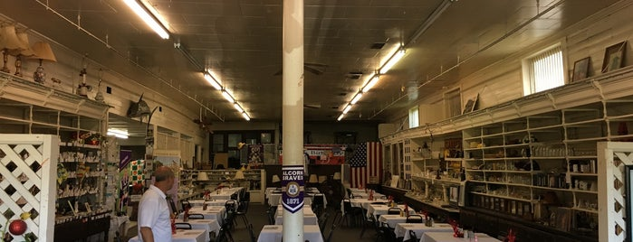 Old Country Store Restaurant & Museum is one of Must Remember To Stop.