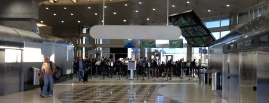 Aeropuerto Internacional de Tampa (TPA) is one of Airports been to.