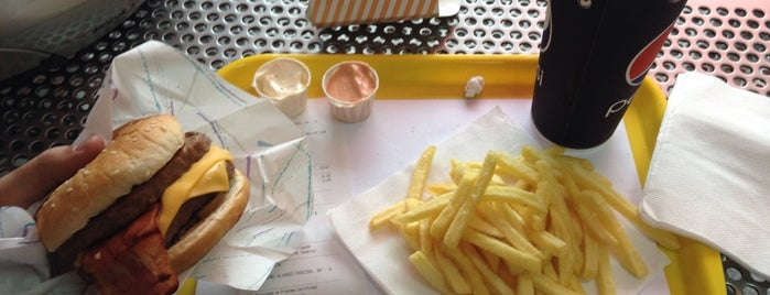Newburger is one of Top 10 dinner spots in Almada, Portugal.