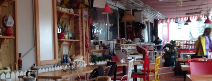 Taraça Cafe & Restaurant is one of Alternatif Kafeler İstanbul.