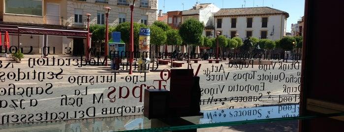 La Viña E is one of 41 Bares imprescindibles para tapear en España.