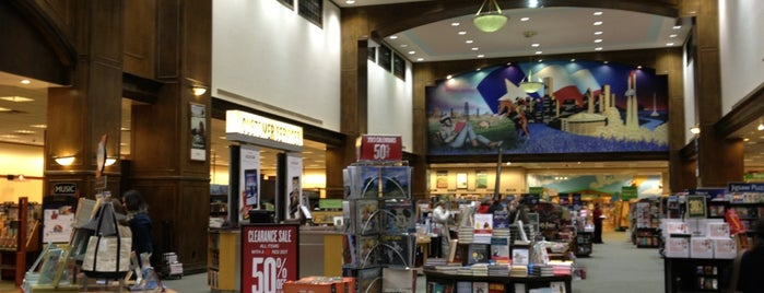 Barnes & Noble is one of TopSpots for Geeks in Houston.