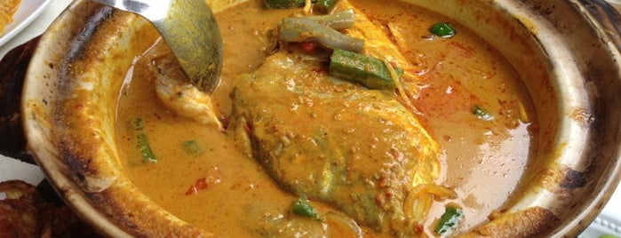 Ocean Curry Fish Head is one of Hole-in-the-Wall finds by ian thomtori.