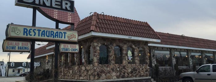 Vegas Diner & Restaurant is one of Diners I want to go.