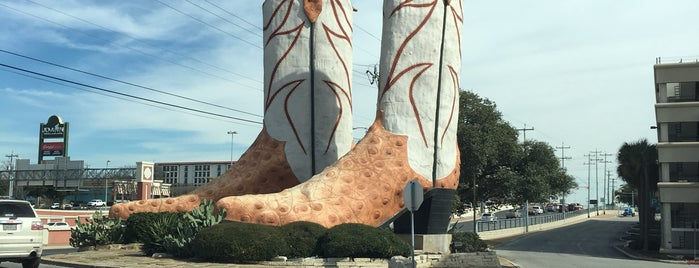 World's Largest Cowboy Boots is one of Roadside Discoveries.