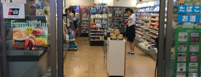 FamilyMart is one of 渋谷コンビニ.