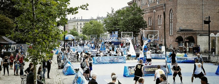 Gunnar Nu Hansens Plads is one of Hip to Be Square!.