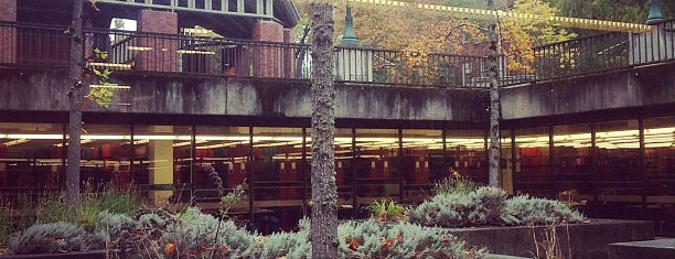 Science Library is one of University of Oregon Buildings.