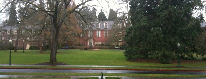 University of Oregon is one of NCAA Division I FBS Football Schools.
