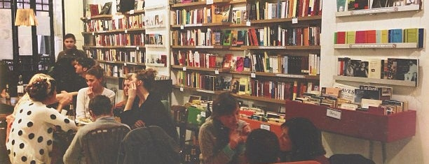 Cafetería Librería Ubik Café is one of Valencia.