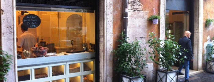 Gelateria del Teatro is one of Food To-Do a Roma.