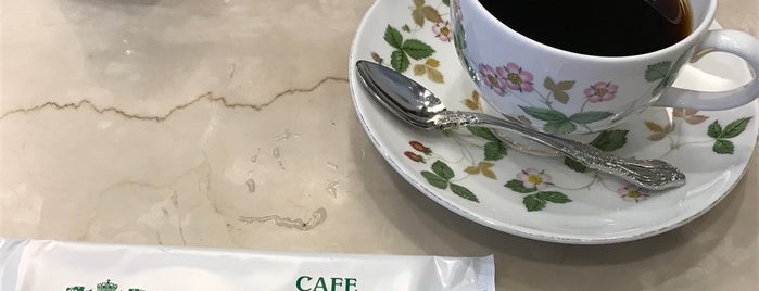 カフェ英國屋 大丸東京店 is one of KAMIの喫茶食事飲み処.