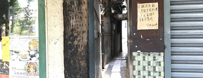 Narrow Door Cafe is one of 老屋欣力 old things.