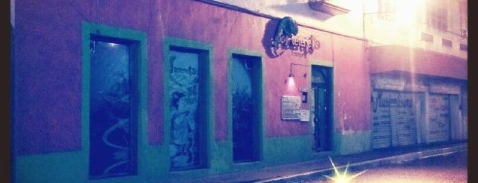 El Teterete Bar is one of Muchos.