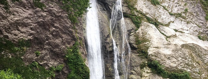 鈴ヶ滝 is one of 日本の滝百選.